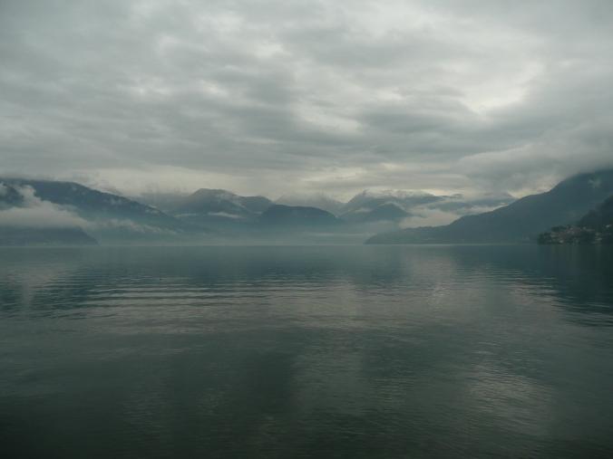 Jezioro Como w deszczowej szacie