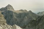 Potężny szczyt góry Triglav i jego wysoka na 1000 metrów północna ściana