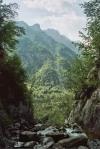 Rzeka Socza na tle gór, Alp Julijskich w Słowenii