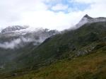 Na pierwszym planie zielone, na drugim ośnieżone szczyty w Wysokich Taurach