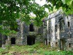 Ruiny powojennych budynków z czasów I wojny światowej, okolice Boveca, Alpy Julijskie, Słowenia